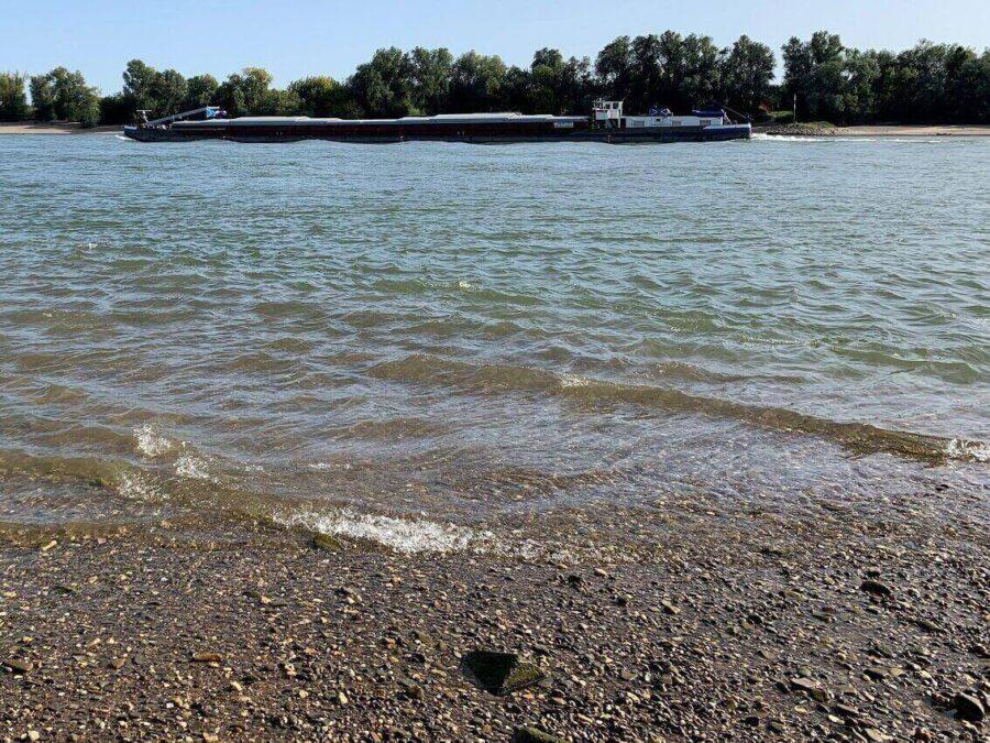 Klarheit der Wellen am Fluss